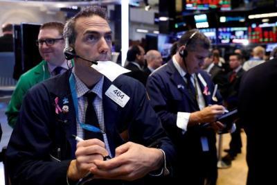 Nỗ lực phục hồi thất bại, Dow Jones vẫn chìm trong sắc đỏ