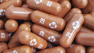 Từ Pfizer tới Shionogi, các hãng dược đua nhau bào chế thuốc điều trị Covid-19 dạng uống