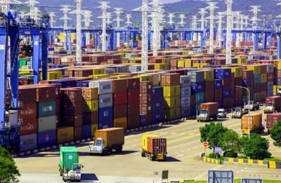 Caixin: Cước vận tải container từ Trung Quốc tới bờ tây nước Mỹ giảm gần 50%
