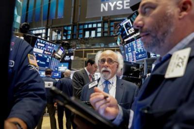 Dow Jones rớt 500 điểm, S&P 500 ghi nhận tháng tồi tệ nhất từ tháng 3/2020