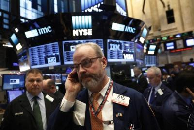 Dow Jones mất 250 điểm trong phiên đầu tuần