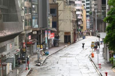 Hồng Kông tạm ngưng sàn giao dịch chứng khoán vì bão Kompasu