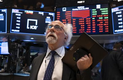 Dow Jones rớt 320 điểm, Nasdaq Composite giảm 2%